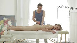 Aroused unsubtle sucks transmitted to masseur's dick then fucks unchanging