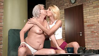 Thick mature shares intimate moments with her lesbian niece