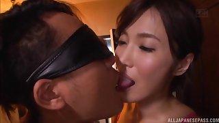 Kimijima Mio pussy creampied while riding a blindfolded guy