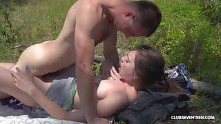 Outdoor sex in the grass for shy Vika Lita