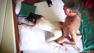 Caravanserai room spy cam confessions mediocre couple having amazing sex